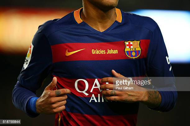 The message 'Gracies Johan' is displayed on the FC Barcelona shirts in tribute to the club's former player and manager Johan Cruyff during the La...