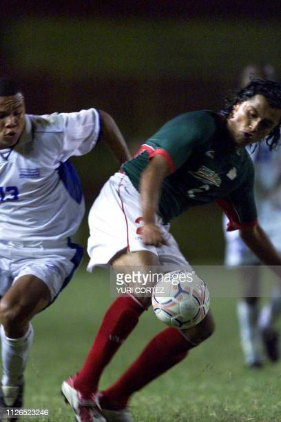 The Mexicam Diego Alfonso Martinez fights for the ball with Hondurean Emil Martinez 24 November 2002 during a soccer match of the Central American...
