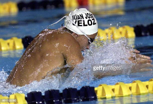 The Mexican Juan Jose Veloz Davila swims 25 November 2002 during the 400 meter race of the XIX Central American and Caribbean Games El Salvador 2002...