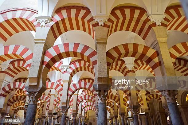 la mezquita de córdoba, españa - mezquita fotografías e imágenes de stock