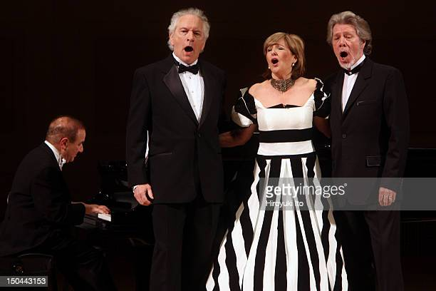 The mezzosoprano Frederica von Stade giving her New York farewell concert at Carnegie Hall on Thursday night April 22 2010 This imageFrom left Martin...