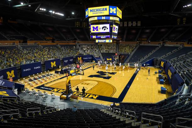 MI: Iowa v Michigan