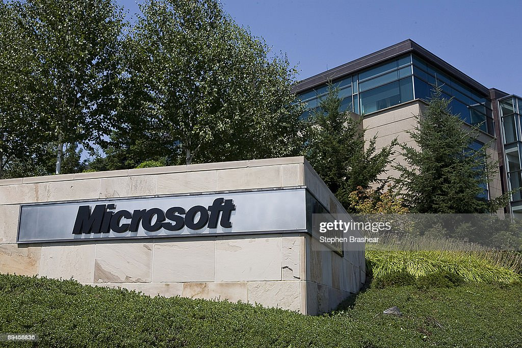 Yahoo And Microsoft Agree To Search Deal : News Photo