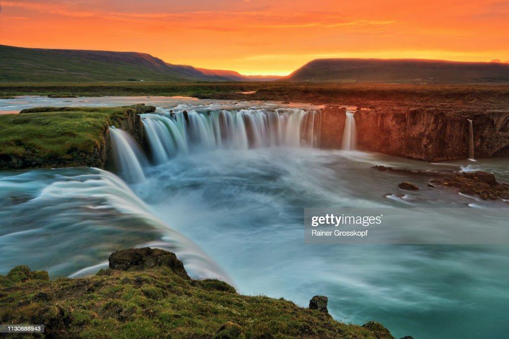 The mighty Godafoss waterfalls at sunset : Stock-Foto