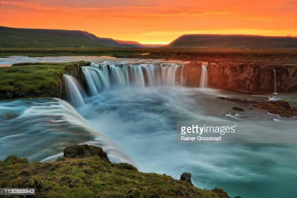the mighty godafoss waterfalls at sunset - rainer grosskopf fotografías e imágenes de stock