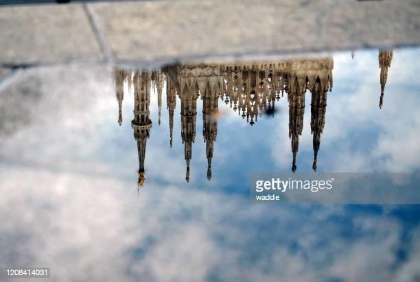 la cupola di milano dopo la pioggia - milano foto e immagini stock