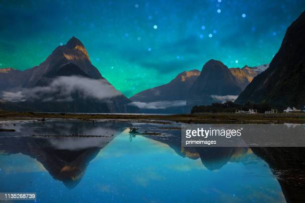 the milford sound fiord. fiordland national park, new zealand - south island new zealand stock pictures, royalty-free photos & images