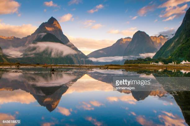 the milford sound fiord. fiordland national park, new zealand - national landmark stock pictures, royalty-free photos & images