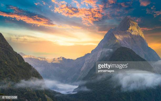 the milford sound fiord. fiordland national park, new zealand - mountain range stock pictures, royalty-free photos & images
