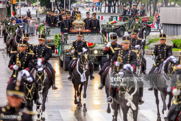 the militar parade for the miguel hidalgo day in mexico city - boots rifle helmet stock pictures, royalty-free photos & images