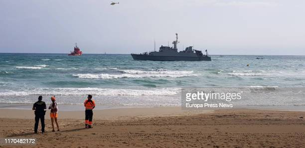 The military minehunters ship 'Turia' helps in the rescue of the airplane which yesterday fell in La Manga del Mar Menor in which the Air Force...