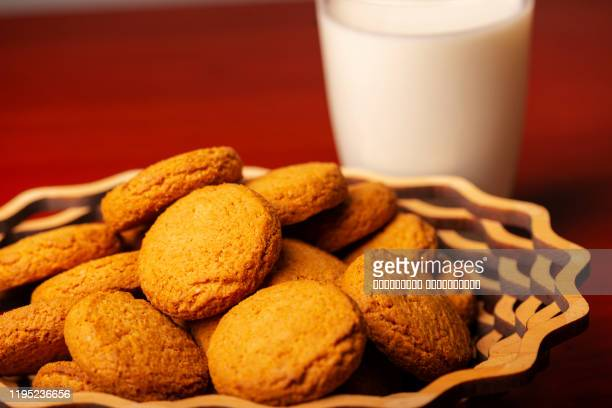 the milk and cookies. tasty and healthy. close up. - verfrissing stockfoto's en -beelden