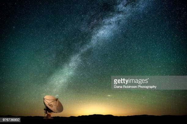 the milky way over a radio telescope at the karl g. jansky very large array national radio astronomy observatory in new mexico - satellite dish stock pictures, royalty-free photos & images