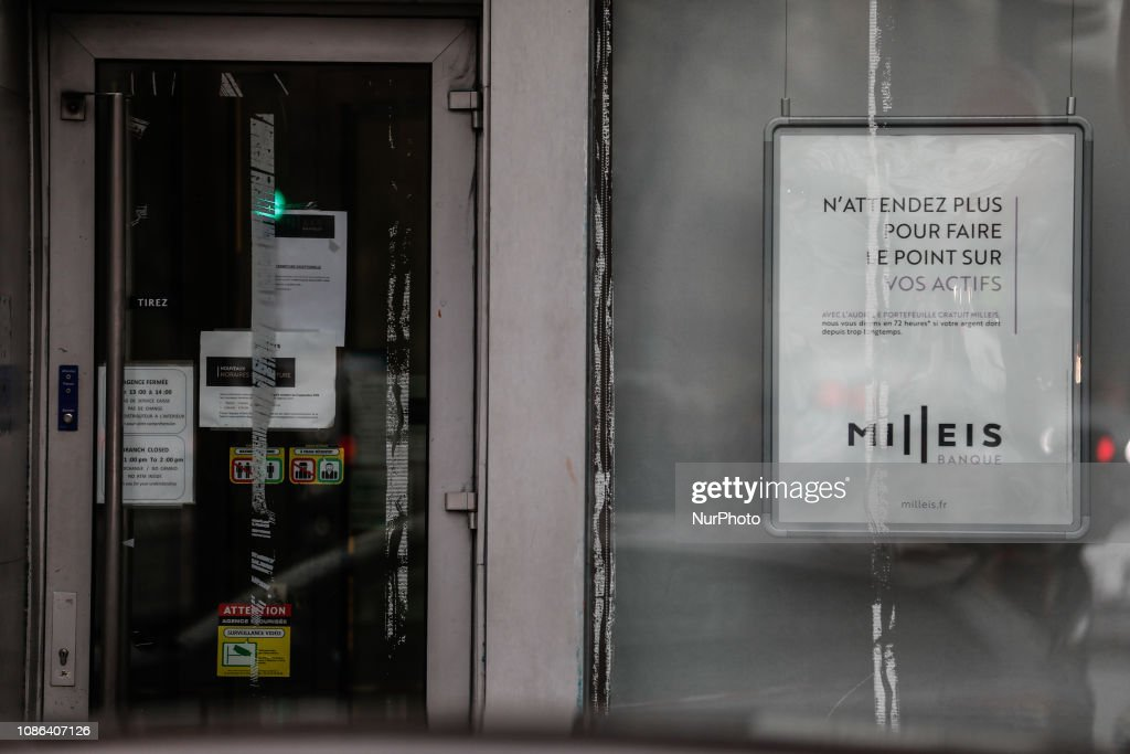 Criminals Entered A Bank In Paris : News Photo
