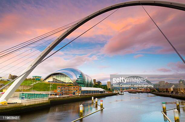 the millennium bridge and the sage beside the river tyne, tyne bridge in background, gateshead, tyne and wear, england, united kingdom, europe - alan copson stock pictures, royalty-free photos & images