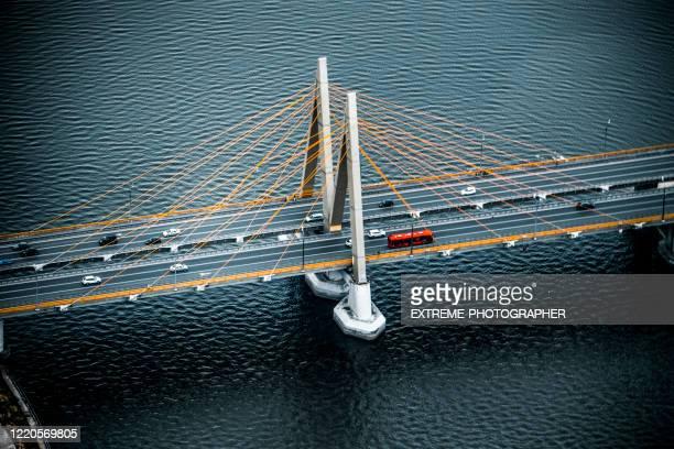 カザンカ川の上のドローンから撮影されたロシアのタタールスタン共和国のカザンの首都にあるミレニアム橋 - カザン市 ストックフォトと画像