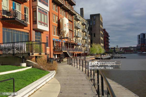 the milwaukee riverwalk winds through historic third ward, milwaukee, wisconsin, usa - staadts,_wisconsin stock pictures, royalty-free photos & images