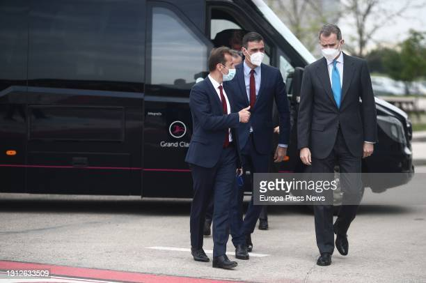 The Minister of Science and Innovation, Pedro Duque; the President of the Government, Pedro Sanchez; and King Felipe VI, talk on their arrival at the...