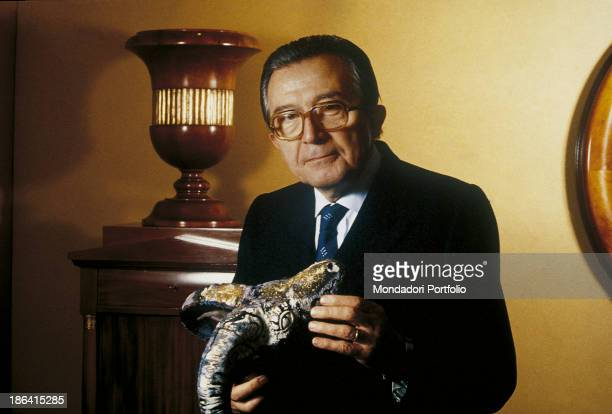 The Ministry of Foreign Affairs of the Italian Republic Giulio Andreotti posing holding a dragon 1988