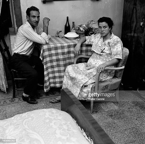 The Miracle Of 'la Madone' Of Syracuse Syracuse Sicile 1953 Une sculpture à l'origine cadeau de mariage accrochée au mur d'une modeste demeure et...