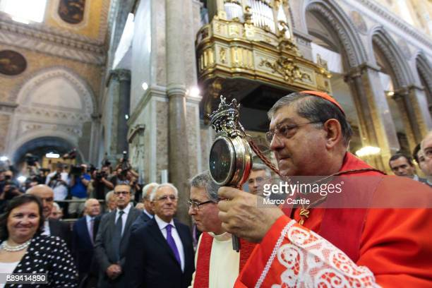 The miracle of San Gennaro is repeated Cardinal Sepe shows the ampoule with the blood of the saint