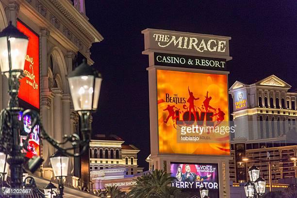 the mirage las vegas strip at night - the mirage las vegas stock pictures, royalty-free photos & images