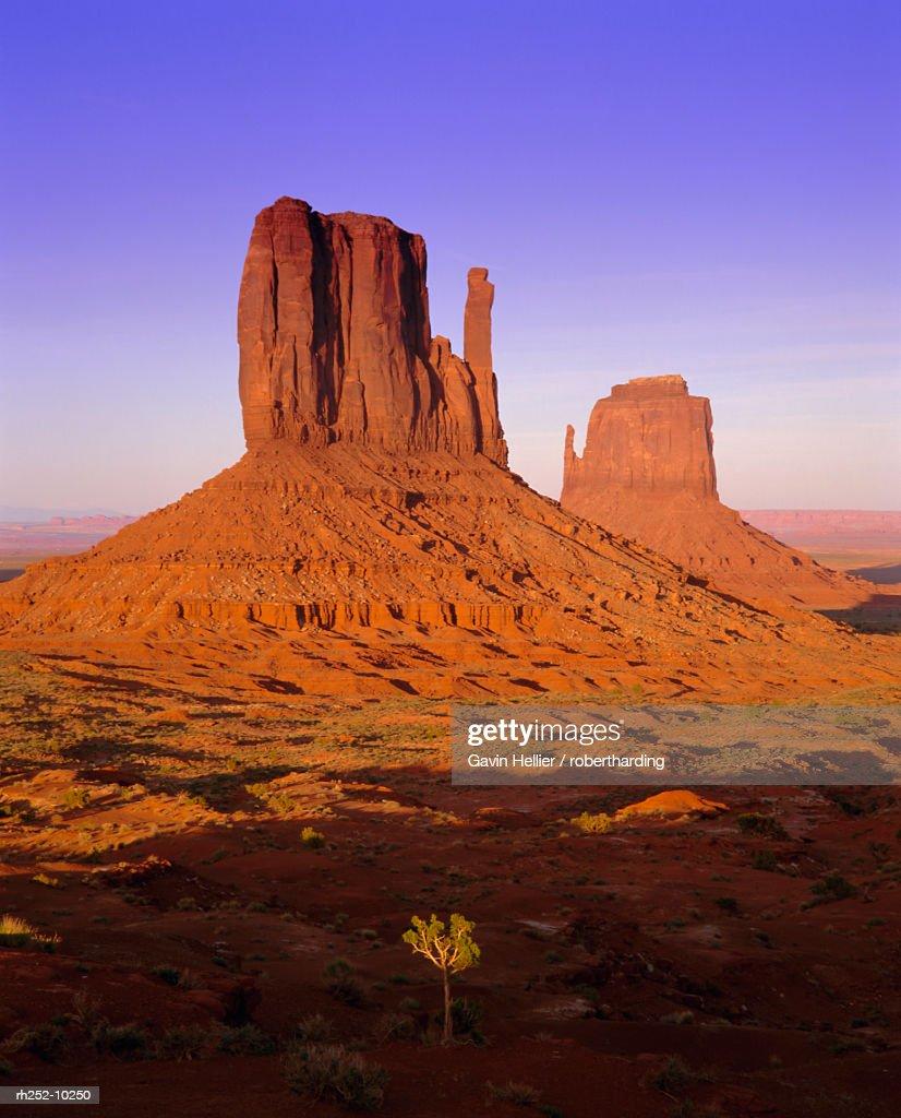 The Mittens, Monument Valley Navajo Tribal Park, Arizona, USA, North America : Foto de stock