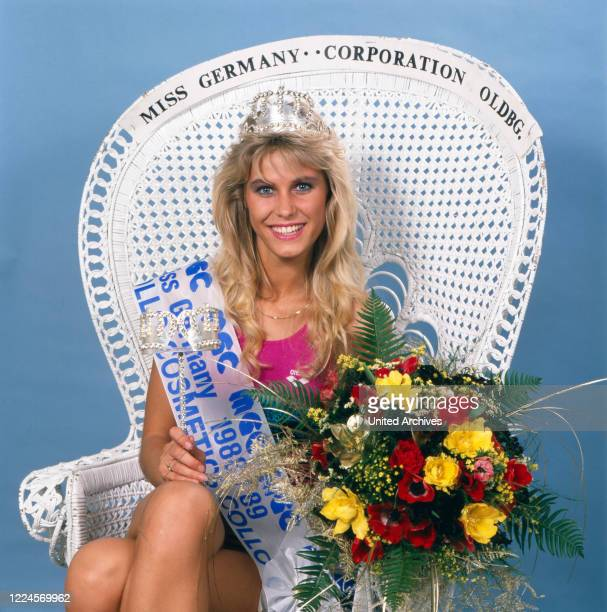 The model and Miss Germany, 1988/1989 Nicole Reinhardt after her coronation on the throne, Germany Cologne 1989.