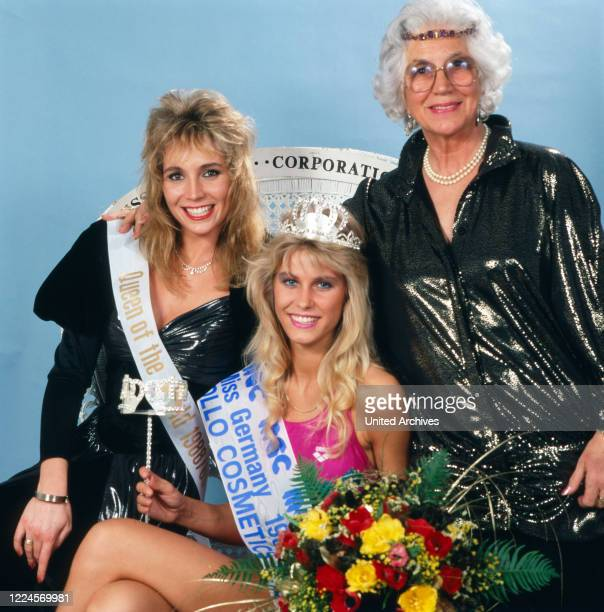 The Model and Miss Germany, 1988/1989 Nicole Reinhardt with also photo model and Queen of the World Susann Stoss 88/89 after her coronation and...