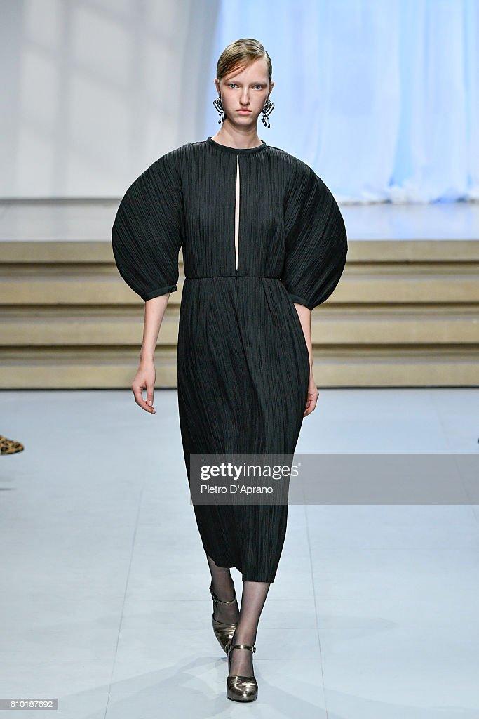 the model Sasha Luss walks the runway at the Jil Sander show during Milan Fashion Week Spring/Summer 2017 on September 24, 2016 in Milan, Italy.