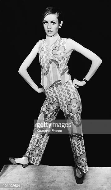 The model TWIGGY presented a shirt and pants ensemble with POP ART designs from her own label