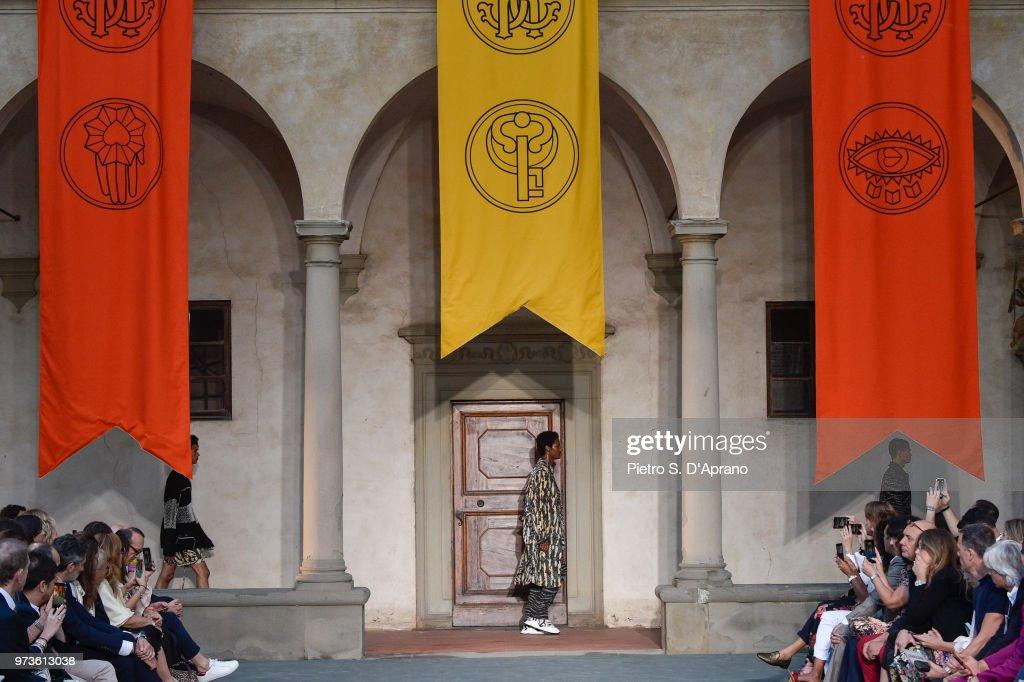 Roberto Cavalli Fashion Show - 94. Pitti Uomo : ニュース写真