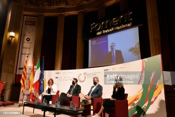The moderator of the debate, Nuria de Jose Gomar; the councillor of Urbanism of Milan Pierfrancesco Maran, the first deputy mayor of Barcelona Jaume...