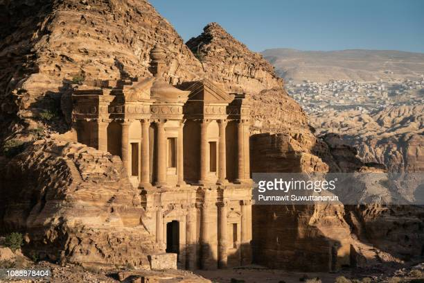 the monastery in petra world heritage site, one of seven wonders in the world, jordan - klooster stockfoto's en -beelden