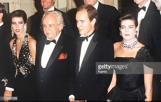 The Monegasque royal family visit Los Angeles 1997 From left to right Princess Caroline Prince Rainier Prince Albert and Princess Stephanie
