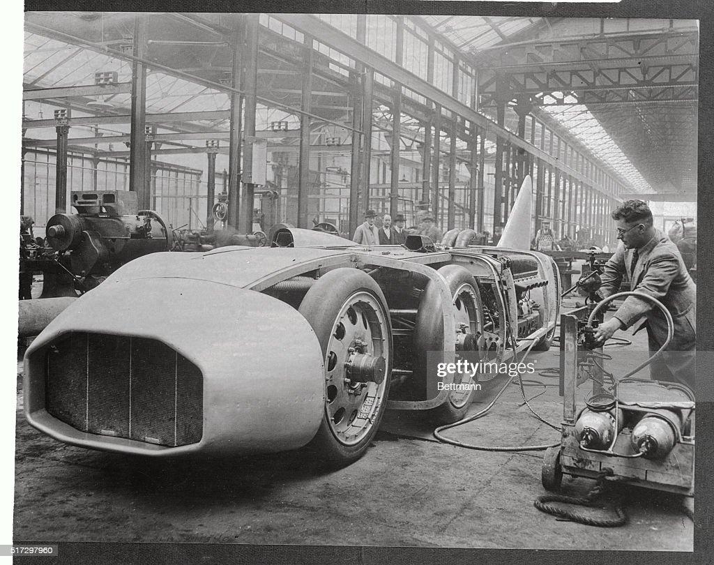 Starting Giant Car Thunderbolt : News Photo