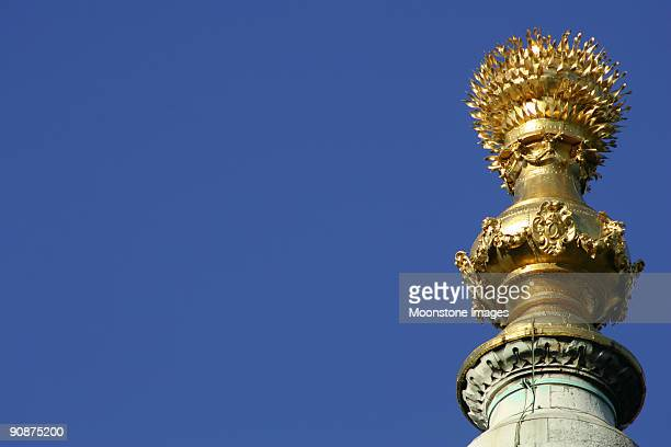 the monument in city of london, england - great fire of london stock pictures, royalty-free photos & images