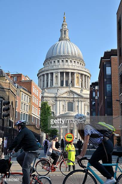 The morning commute and school rush hour in the City of London. Beneath the iconic Dome of Sir Christopher Wrens St Pauls Cathedral a sea of cycling...