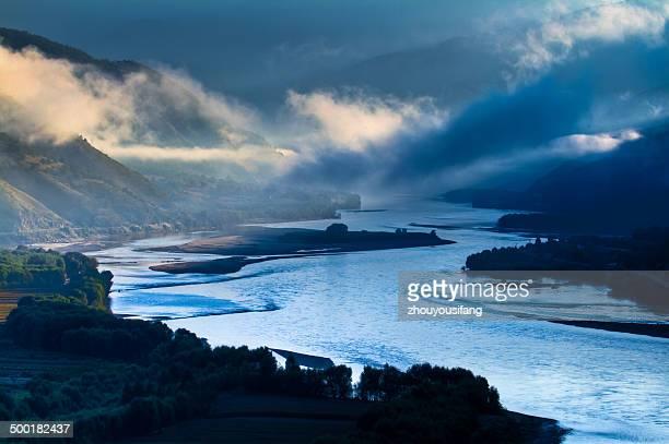 the morning of long river - provinz yunnan stock-fotos und bilder