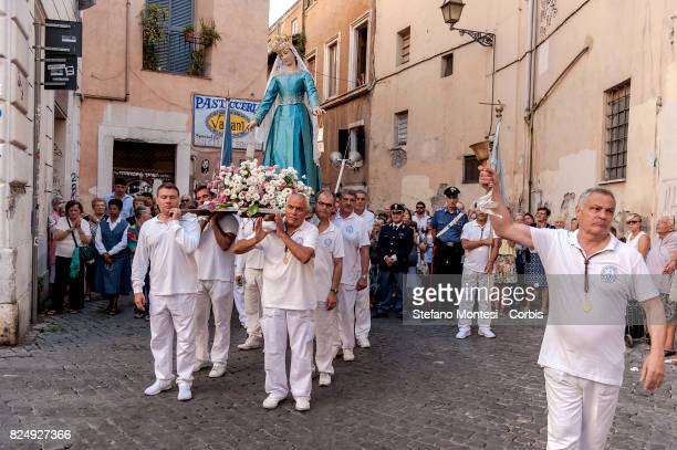 The morning procession in honour of Madonna del Carmine called 'de 'Noantri' from Basilica of Santa Maria crosses the streets of Trastevere to the...