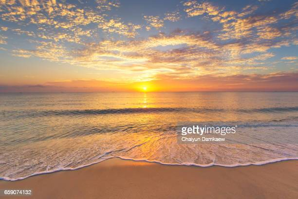 the morning sun at the seaside with a beautiful light. - lever du soleil photos et images de collection