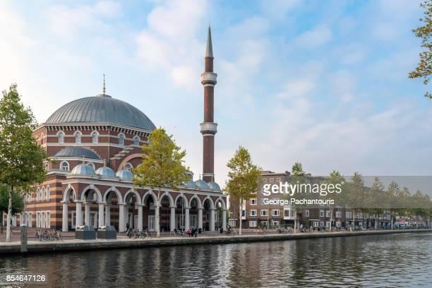 the mosque of amsterdam, netherlands - moskee stockfoto's en -beelden