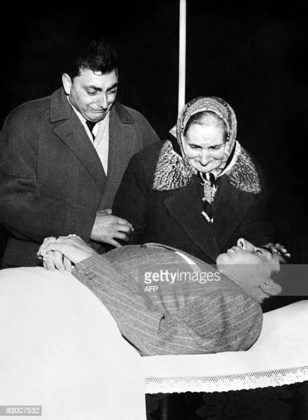 The mother and the brother of Italian cyclist Fausto Coppi cry as they pay their last respects to him on January 02 1960 in Tortona Fausto Coppi one...