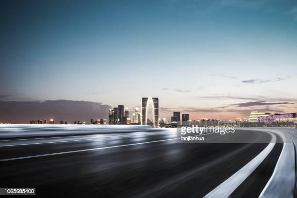 the motor racing track - motorrennstrecke stock-fotos und bilder