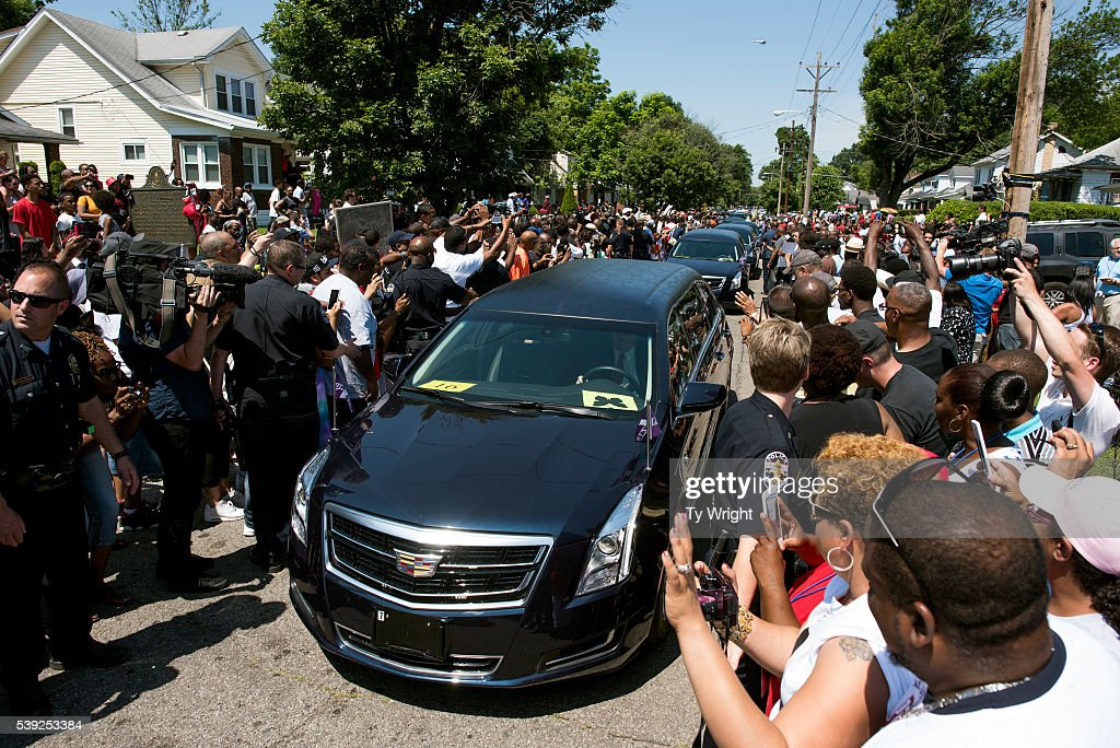 The motorcade Muhammad Ali drives along in the funeral procession motorcade on Grand Avenue in front of Ali's childhood home in on June 10, 2016 in Louisville, Kentucky. The funeral procession for Ali was traveling over 20 miles on a designated route throughout Louisville on the way to Cave Hill Cemetery. The four-time world heavyweight boxing champion died on June 3 at age 74.