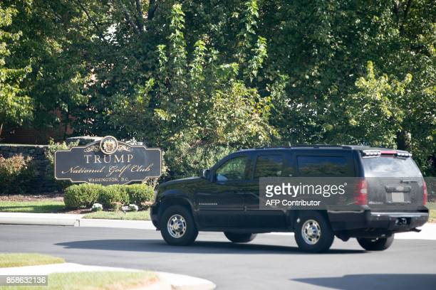 The motorcade of US President Donald Trump arrives at Trump National Golf Club in Sterling Virginia near Washiongton DC on October 7 2017 / AFP PHOTO...