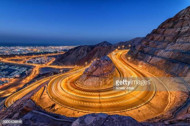 the mountain road - oman fotografías e imágenes de stock