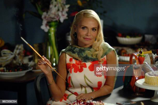 LADY KILLER 'The Murder Clock' Episode 203 Pictured Jayma Mays as Carol Anne Keane