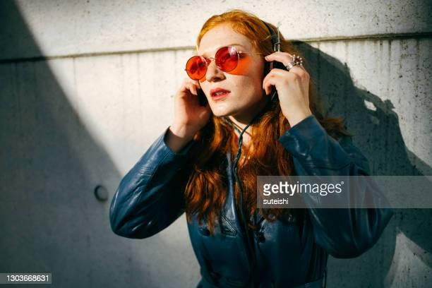 the music enthusiast - radio stock pictures, royalty-free photos & images