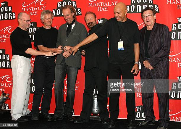 The music group Genesis poses with actor Robin Williams after receiving their VH1 Rock Honors Rings during the 2nd annual VH1 Rock Honors held at the...